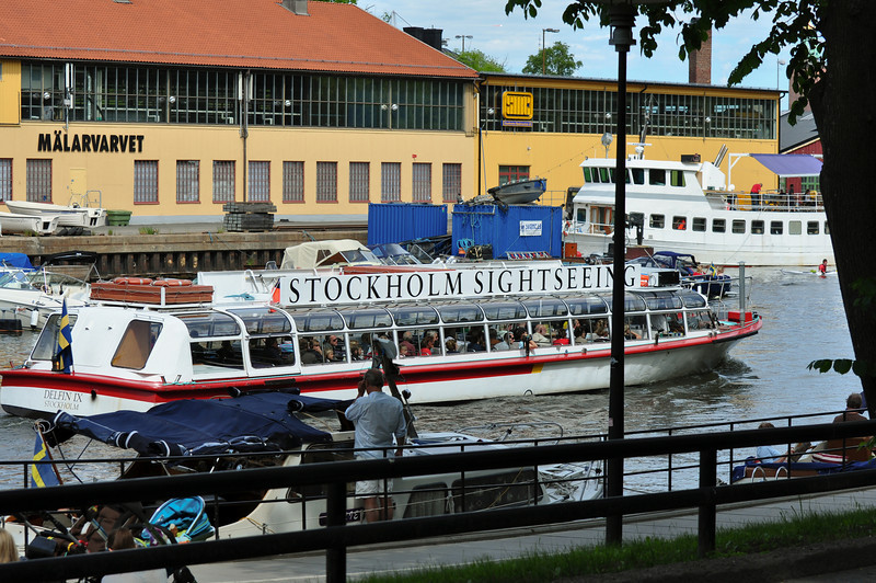 Sightseeing boat along the waterfront in Långholmen. I've never seen them here before; must be for the race.
