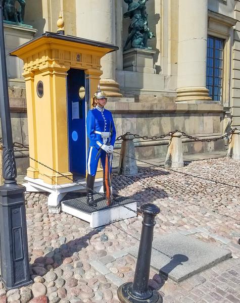 45-RoyalPalace-Guard_8May18