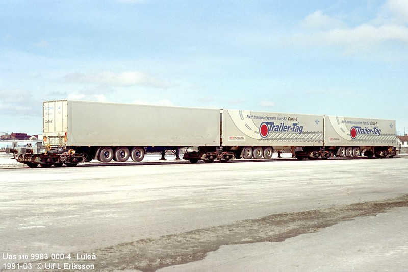 74 9983 000-4 Uas 910 loaded w trailers in Luleå 1991-03