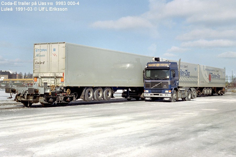 74 9983 000-4 Uas 910 loaded w trailers in Luleå 1991-03