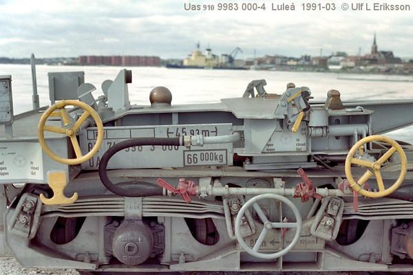 74 9983 000-4 Uas 910 end bogie WU83 in Luleå 1991-03