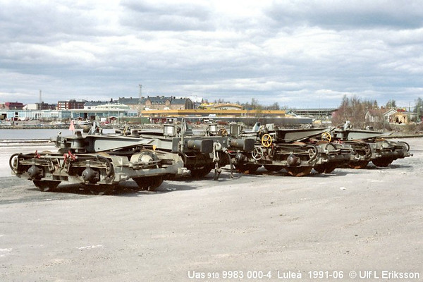 74 9983 000-4 Uas 910 set of bogies in Luleå 1991-06