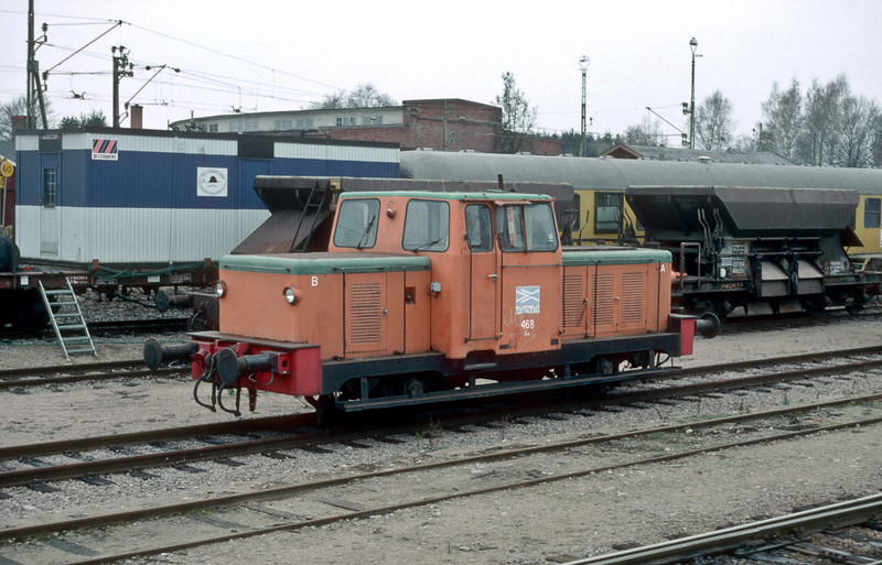 Banverket Z43 468 (later to become MTZ 043 3152) is at Hasselholm on 7 November 1993