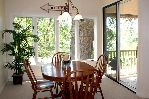 s Newport Villas dining room