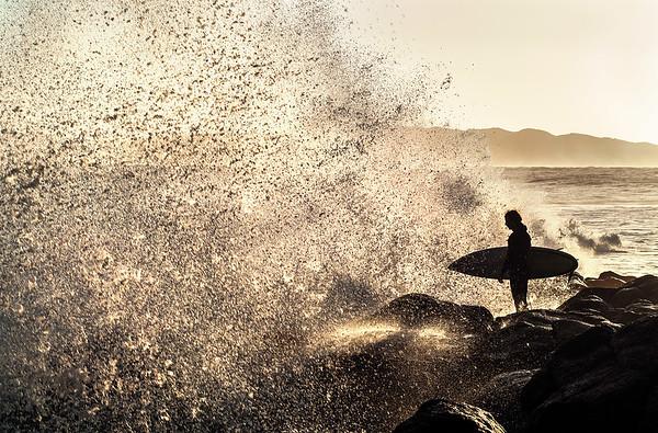 High tide fun with morning sunrise, Manu Point, Raglan, New Zealandhttps://art.tt/j64