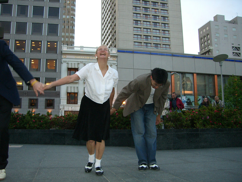2006 05 03 Wed - Sharon Crocker & Ben Yu after Union Square 'Jam Session' performance 1