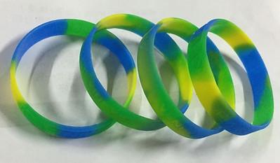 ตัวอย่างริสแบนด์ swirl-segment เขียว เหลือง น้ำเงิน