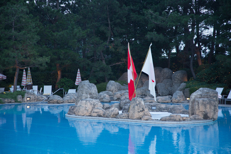 Red and white flags, synonym of two friendly nations. One more square and the other more round.