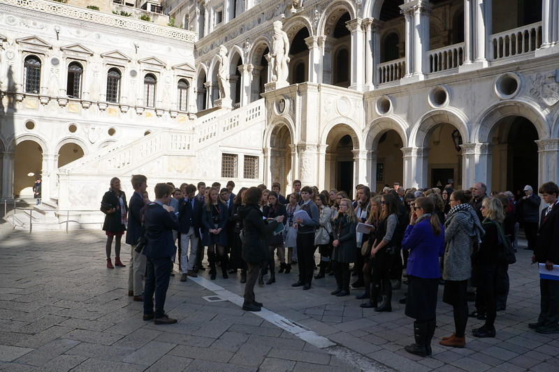 Swiss Semester 2017 at the beginning of the Doge's Palace tour