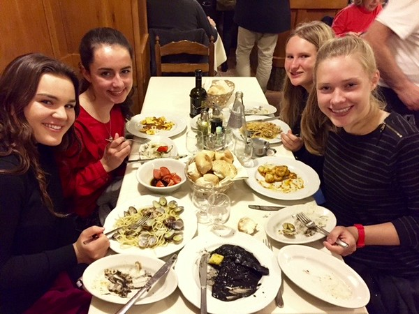 Dasha, Ivy, Rachel, and Lily enjoying advisor dinner in Venice
