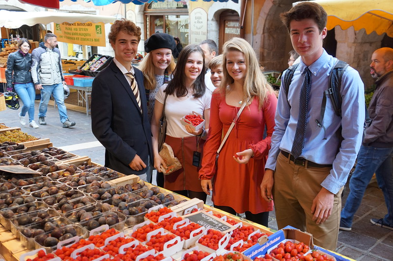 Edward, Ellie, Aisling, Ryan, Laine, and Riley enjoying the market in Annecy the fresh produce