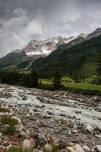 Lonzahörner, Breithorn, Breitlauihorn, im Vordergrund: Lonza-Fluss