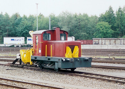 1) XTm 105 at Limmattal Yard on 6th September 2003