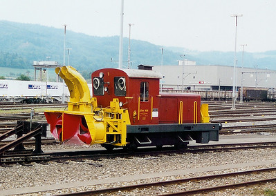 2) XTm 105 at Limmattal Yard on 6th September 2003