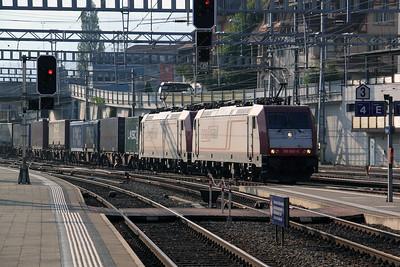 Crossrail, 185 602 (91 80 6185 602-0 D-XRAIL at Spiz on 11th September 2009