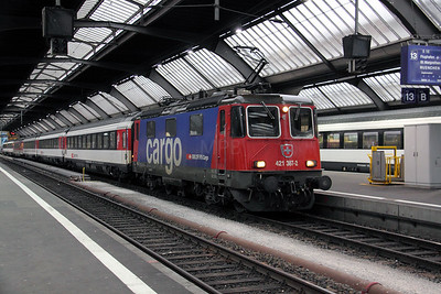 421 387 at Zurich HB on 19th January 2011 working 0916 Zurich HB to Munich HBF