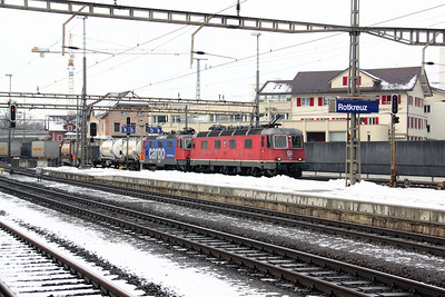 1) 11678 & 420 310 at Rotkreuz on 26th January 2011