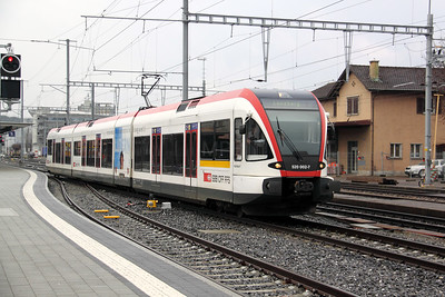 520 002 at Suhr on 19th January 2011 working 6941, 1048 Zofingen to Lenzburg