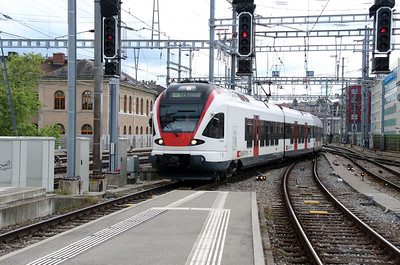 524 009 (94 85 1524 009-1 CH-FFS) at Geneve on 9th May 2014