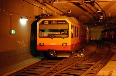 SZU, 556 522 at Zurich Hb on 4th October 2004