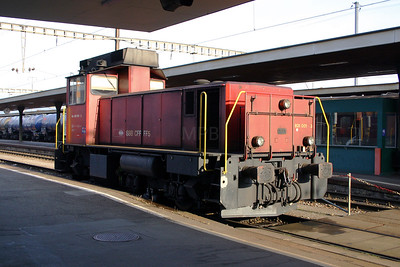 831 001 at Lenzburg on 4th October 2004 (1)