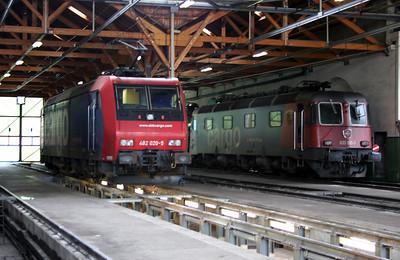 482 020 at Erstfeld Depot on 26th September 2006 (3)