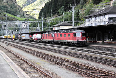 11652 & 11285 at Goschenen on 22nd September 2011