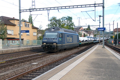BLS, 465 011 (91 85 4465 011-5 CH-BLS) at Liestal on 16th September 2015