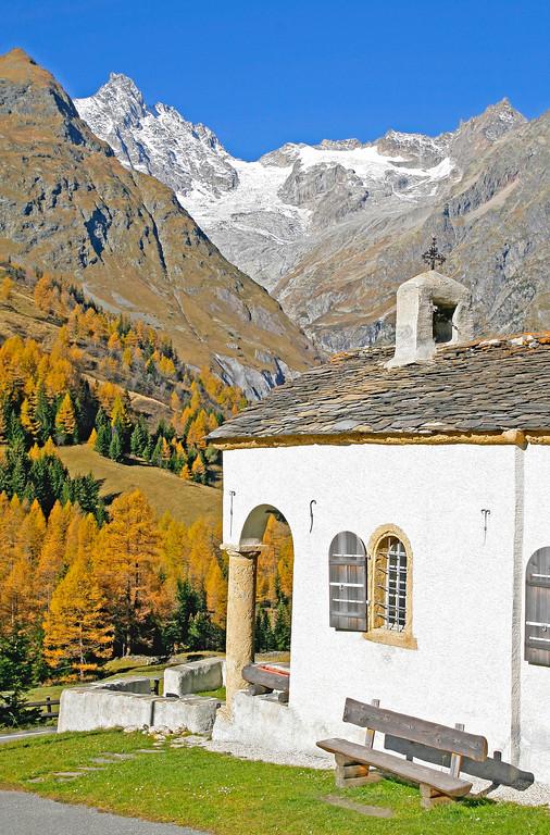 Val Ferret and Mont Blanc Massif / Val Ferret et Massif du Mont Blanc