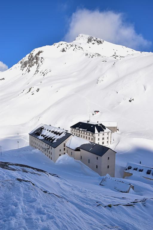 Great St Bernard pass in winter / Col du Grand St Bernard en hiver