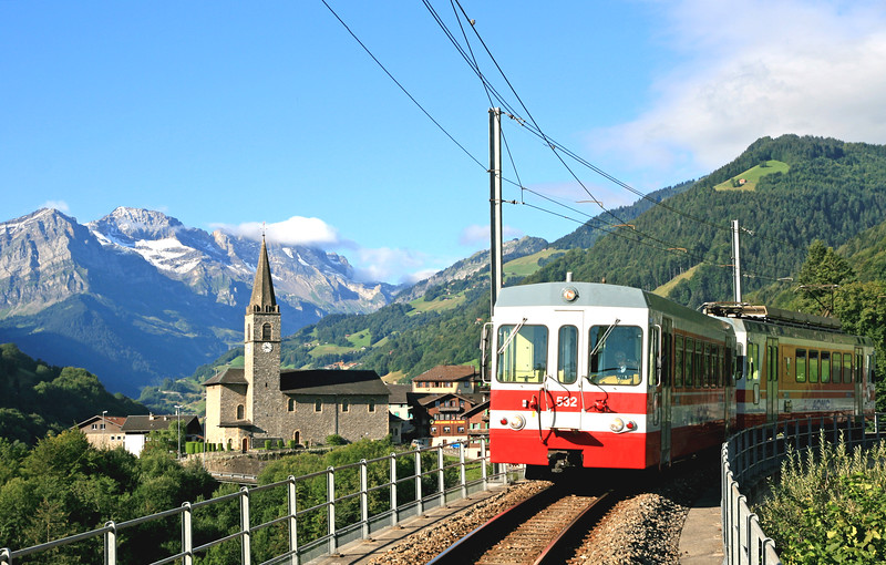 Mountain train, Val d'Illiez / Train de montagne, Val d'Illiez