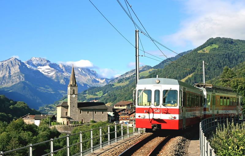 Mountain train, Val d'Illiez / Train de montagne, Val d'Illiez
