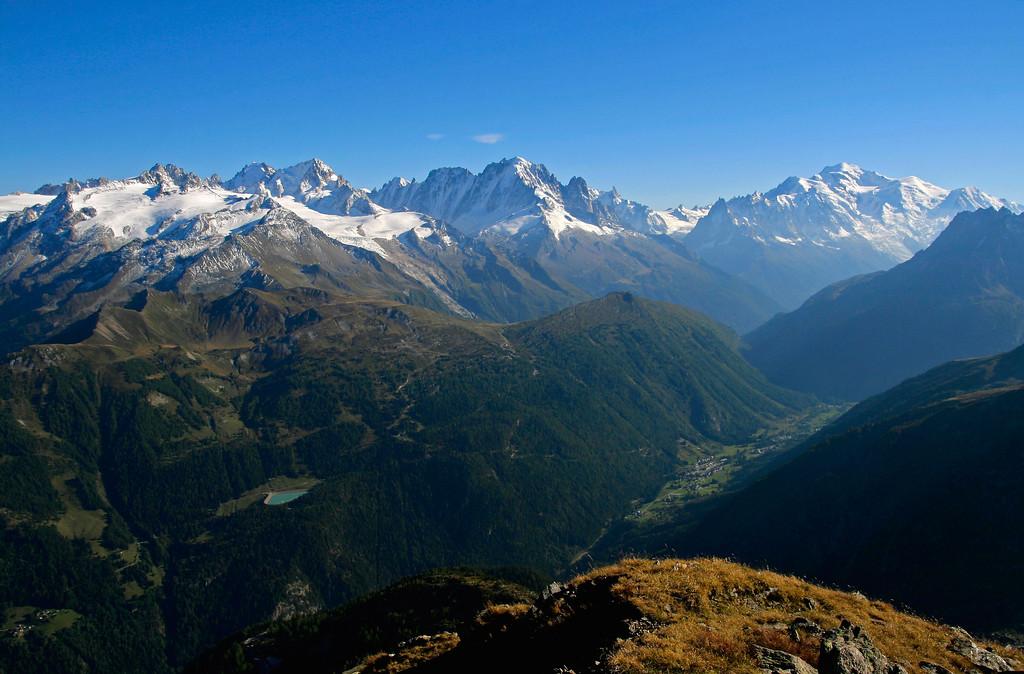 Mont Blanc Massif seen from Vallée du Trient, Switzerland / Massif du Mont Blanc vu depuis la Vallée du Trient en Suisse