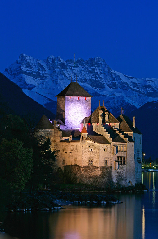 Chillon castle at night/ Château de Chillon de nuit