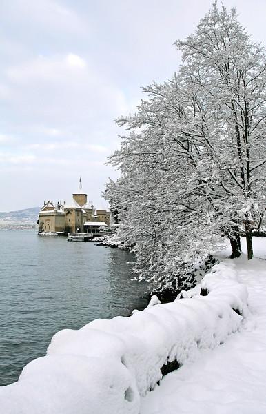 Chillon Castle winter scene / Château de Chillon en hiver