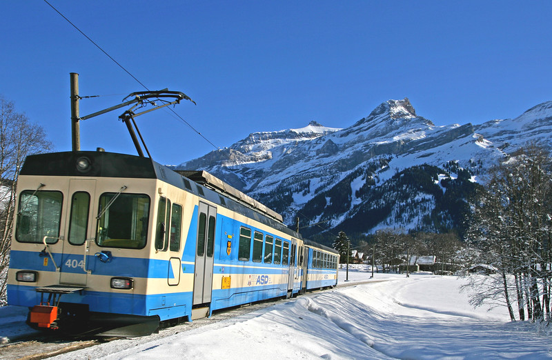 Mountain train, Les Diablerets / Train de montagne, Les Diablerets