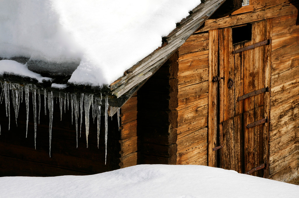 Chalet in snow / Chalet enneigé