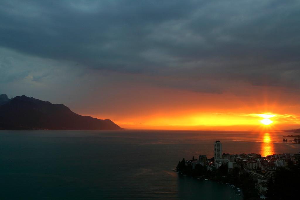 Montreux at dusk / Montreux au crépuscule