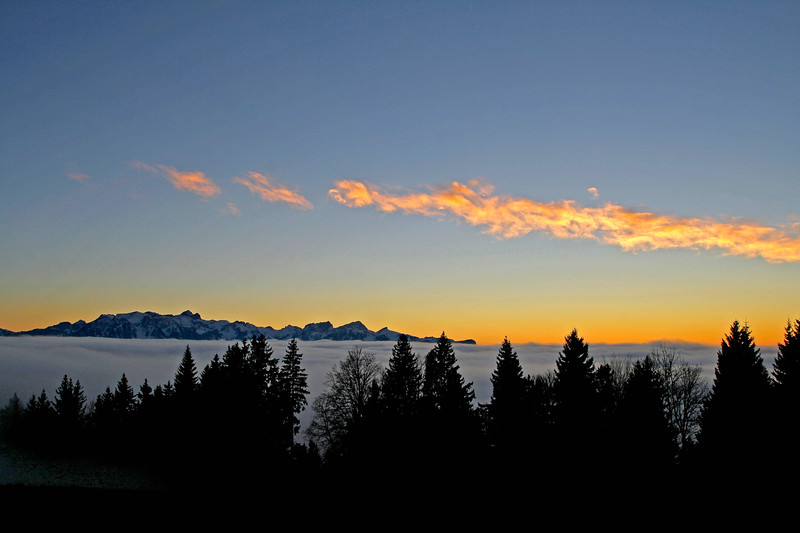 Sunset over the sea of cloud/ coucher de soleil sur la mer de nuages
