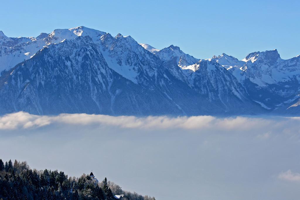 Winter fog over Montreux / Stratus hivernal au dessus de Montreux