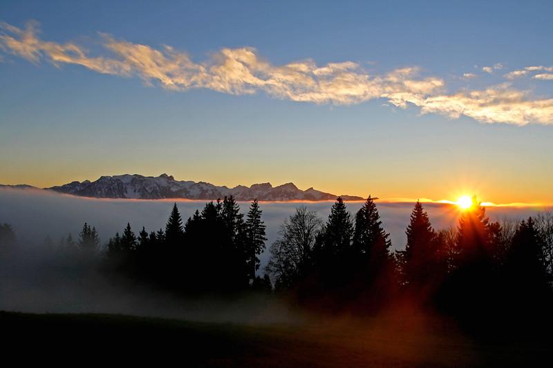 Sunset over the sea of cloud/ coucher de soleil sur la mer de nuages