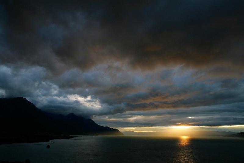 Stormy skies over Lake Geneva / Temps d'orage sur le lac Léman