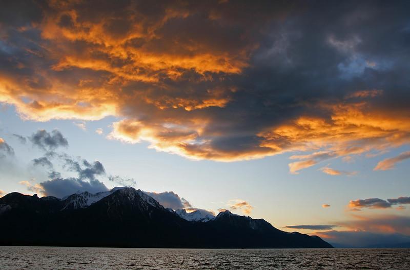 Stormy skies over Lake Geneva / Ciel d'orage sur le Léman