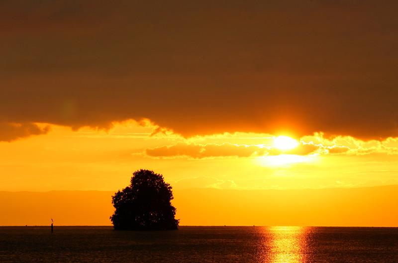 Lake Geneva at dusk / Crépuscule sur le lac Léman