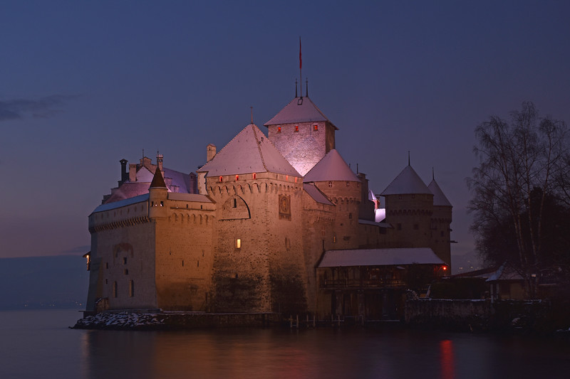 Chillon castle at night / Château de Chillon de nuit