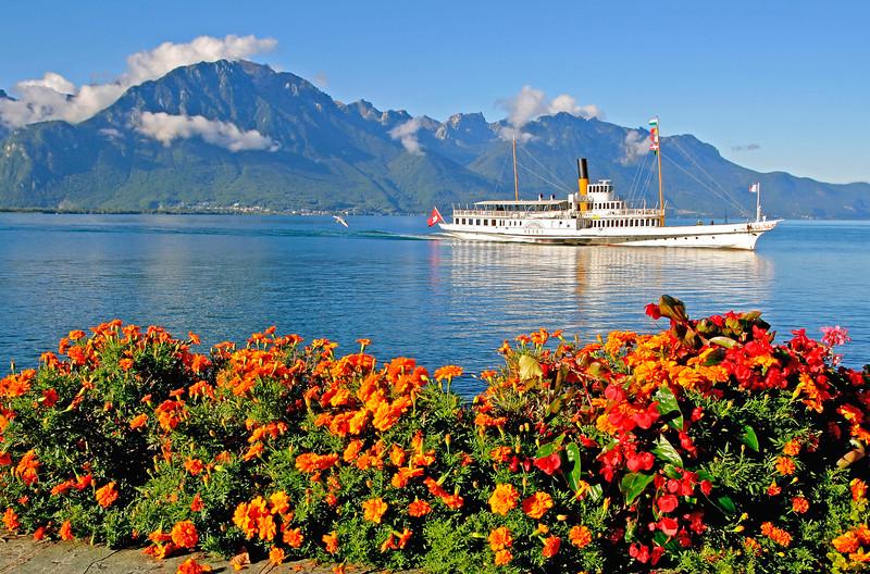 Montreux, paddle steamer / Montreux, bateau à aubes