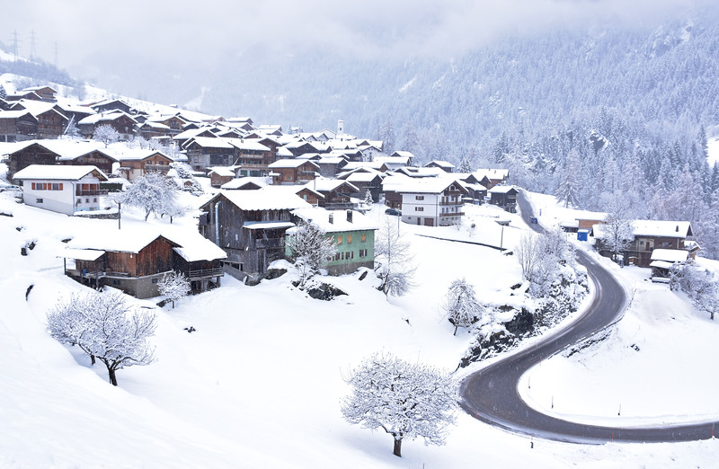 Lourtier, Val de Bagnes in winter/ Lourtier, Val de Bagnes en hiver