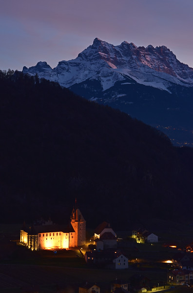 Castle and mountain, Aigle / Chateau et montagne, Aigle