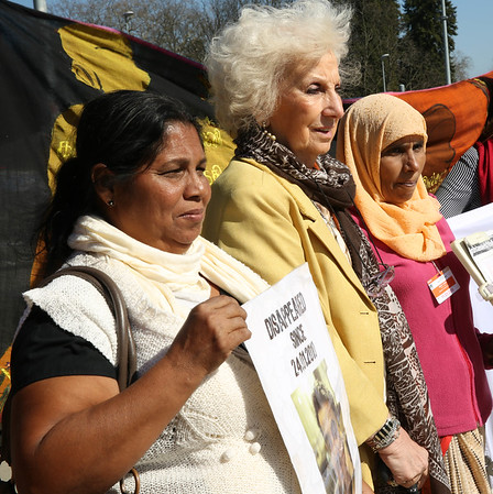 Amnesty International's vigil against disappearances in Sri Lanka at Palais des Nations, Geneva, 12 March 2015.