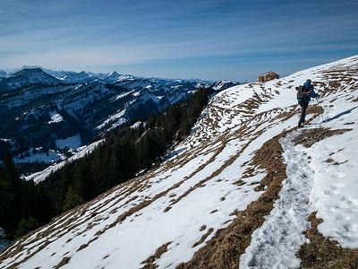 Approaching a hut on the ridge west of Kronberg.